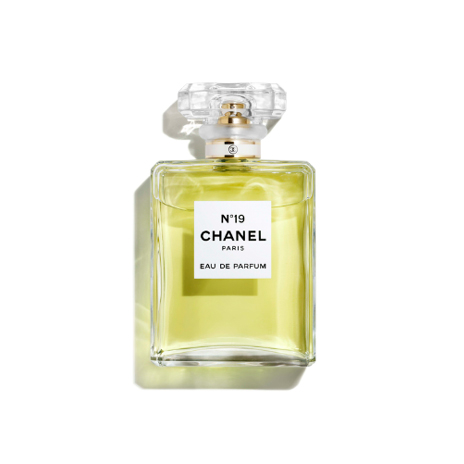 Chanel N°19 Eau De Parfum Spray n
